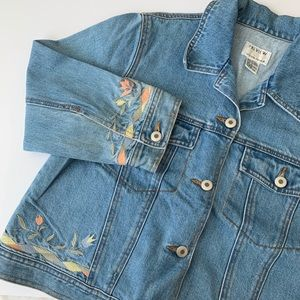 • vintage floral embroidery cropped denim jacket •